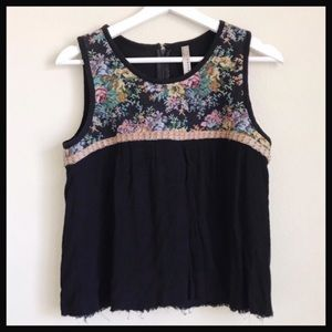 ANTHROPOLOGIE | ENTRO black floral embroidered top